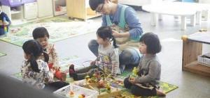 「國民MC」劉在石為女童扎頭,盡顯慈父面貌!