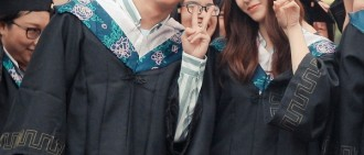電視劇《畢業季》拍攝結束 Krystal戴學士帽顯可愛
