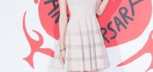 少女時代秀英出席時尚活動,「纖瘦身材惹人憐!」
