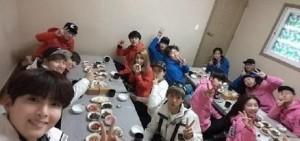 《Running Man》「idol特輯」聚餐照:冬日美食+暖暖剪刀手