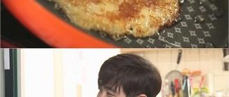 《我結》崔民勇做土豆餅 張度妍一臉幸福甜蜜