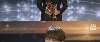 「金唱片」SHINee獲三項獎項 珉豪代表領獎