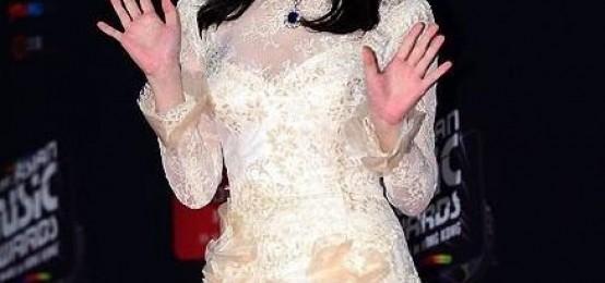 IU擊敗少女時代:獲年度最有亮點歌手一位