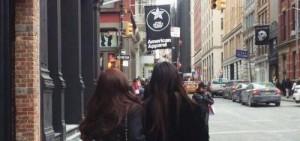 「鄭氏姐妹」漫步紐約街頭享受假期,Jessica:「全是高個子」