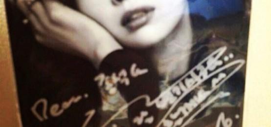 金宇彬幫兄弟拿到李娜英簽名 李鍾碩心花怒放