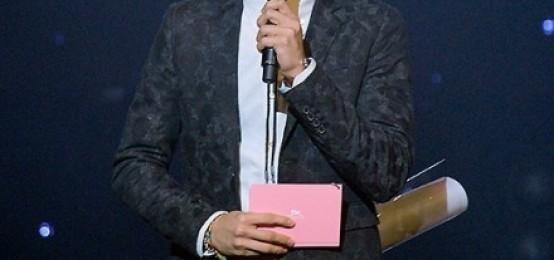 """珉豪:""""徐賢是世界上最善良的人.真的很無趣,但是也有非常搞笑的時候"""