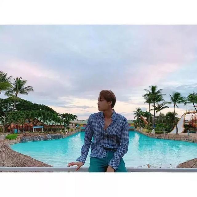 EXO成員在夏威夷陸續更新SNS,大量「男友照」放出!