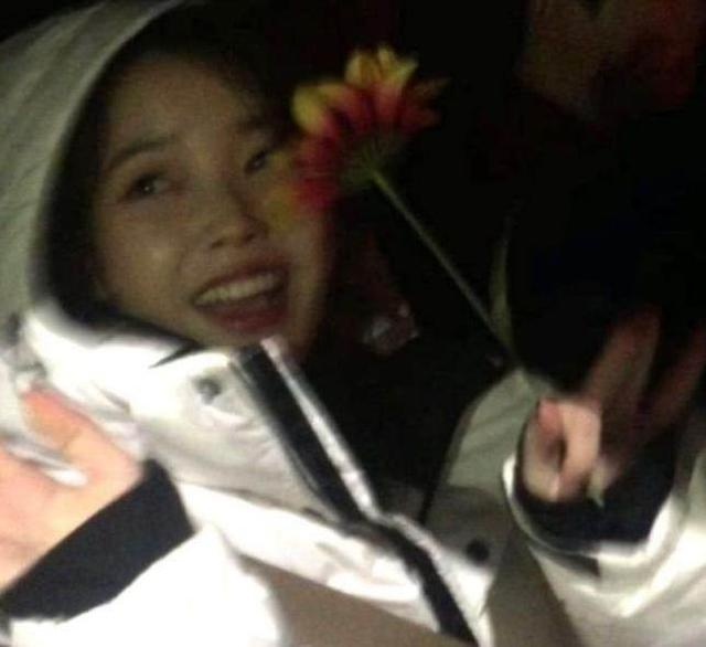 TWICE娜璉追星成功! 4個月前給IU送的花,IU還收著!