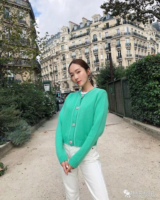 鄭秀晶的隨性抓拍VS鄭秀妍的秋日時尚,這是一對姐妹嗎?