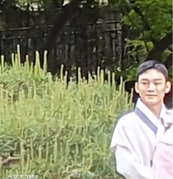 組圖:EXO成員CHEN女兒周歲宴現場照曝光 穿韓服拍合影
