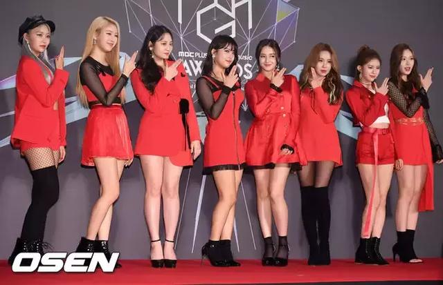 女團成員頒獎禮台下反應被韓網友熱議,發現鏡頭一秒變表情!