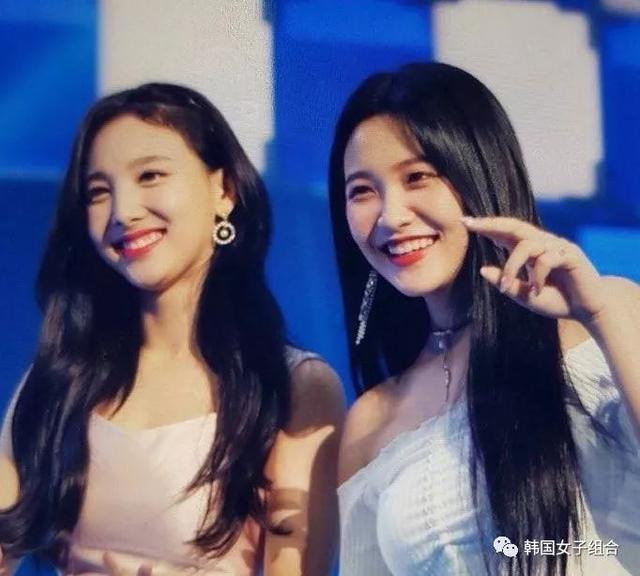 Red Velvet和Twice上演戀愛大戲,恩愛秀不停!