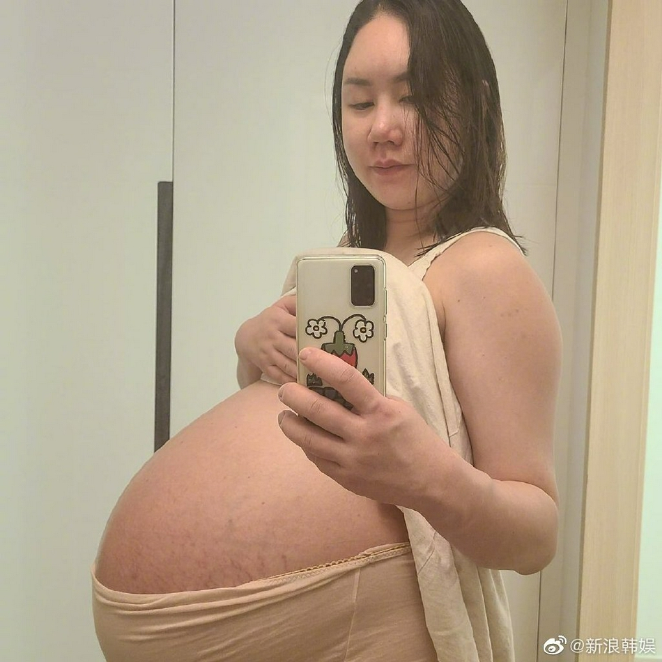 """組圖:韓女星懷三胞胎喊""""肚子要爆炸"""" 臨產體重超200斤"""
