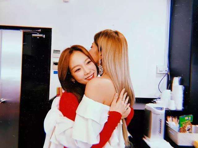 實力女歌手見到少女時代泰妍變小粉絲! 完全是SONE的超興奮反應