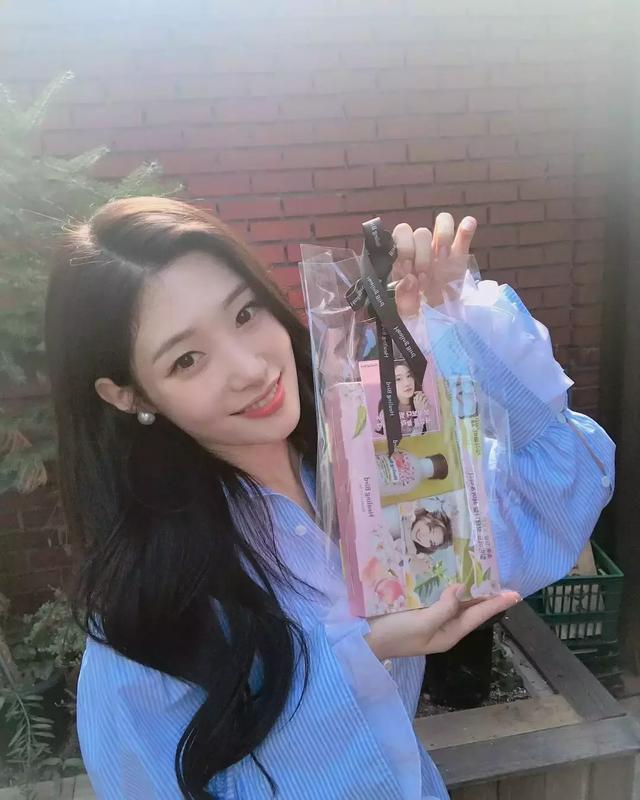 韓娛圈女團成員又現學霸? 女偶像解數學題有快感,擁有速讀能力!