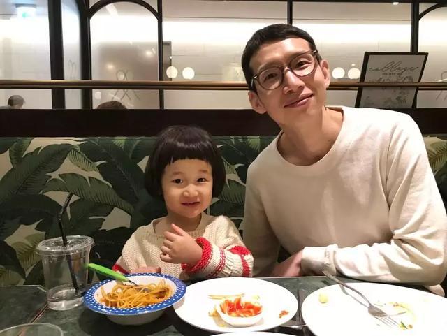 韓國5位最近人氣超高,和爸爸長得超像的明星二世!