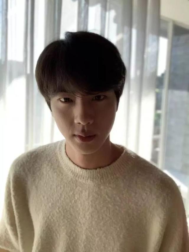 防彈少年團Jin生日,成員上傳多張舊照引發爆笑!