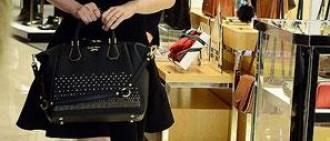 【照片】尹恩惠90度鞠躬道歉 米蘭達低胸爆乳搶鏡