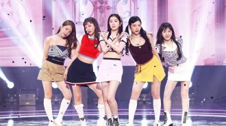 Red Velvet成員會續約嗎?Wendy給出了暗示:她正在拍照