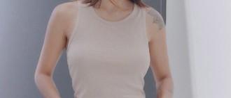 40歲李孝利「裸穿吊帶褲」 側身一站⋯網噴鼻血:夏天真好!