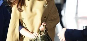 少女時代缺蒂芬妮飛東京 俞利穿棕色斗篷外套吸睛