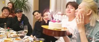 SJ希澈曬與圈中友人慶「出道15週年」相 兩位女藝人同框引熱議