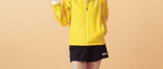 IU最新代言宣傳照曝光 明黃色運動裝搭配高馬尾元氣可愛
