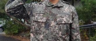 玉澤演休假模樣被捕獲,更壯更man的偶像,好帥氣的軍人啊!