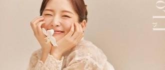 Arin穿韓服拍寫真 表情可愛靈動甜似水蜜桃!