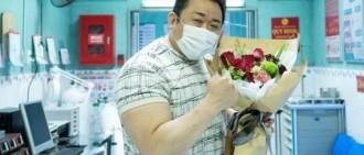 《犯罪都市2》本月15日殺青 主演馬東錫發照慶祝