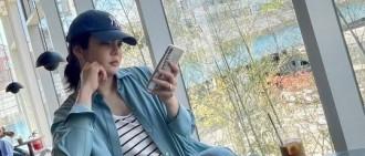 43歲韓女星蔡琳曬近照 坐咖啡店玩手機自帶少女感