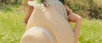 孔曉振拍代言最新宣傳照 碎花長裙展清新優雅魅力
