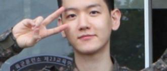 EXO邊伯賢軍隊訓練照公開 白嫩逆齡似高中生
