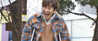 李光洙車禍受傷缺席兩週錄製 撐拐杖回歸《RM》大喊:活過來了!