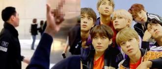 美黑人遇NCT 127「故意比中指」 Mark道歉:我們不是BTS⋯影片曝光粉絲超心疼