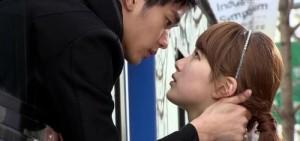秀智與7位男演員KISS的一刻