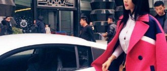 Clara在中坐豪車上班 生活愜意瀟灑