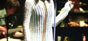 IU在Festival中公開新曲,將於年底回歸