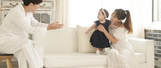 柳真曬家庭照為細女1歲慶生 與家姐同一餅印
