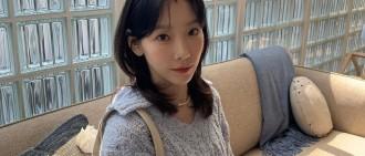 少女時代金泰妍分享休閑日常 頭戴小髮夾顯可愛
