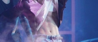 RM不慎扯開柾國襯衫,某音樂節目竟要求他再弄一次?