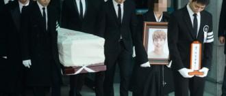 [影片]SHINee鐘鉉今日出殯 成員送其走完最後一程