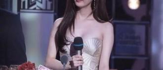 少女時代徐賢的晚禮服引熱議,網友:兩個貝殼,好有料!