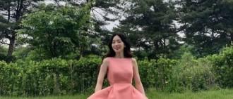 泰妍SNS粉色連衣裙甜美可愛 原地起舞少女感十足