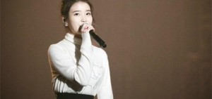 "IU在PSY演唱會炫耀可愛外貌,""國民妹妹回來了!"""