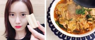 潤娥親做「中式料理」姿勢帥炸! 「水煮肉+淋熱油」網看傻:女神可以嫁