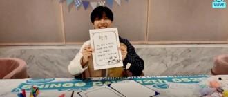 SHINee出道12週年 泰民直播「偽造文書」全團簽名他都會